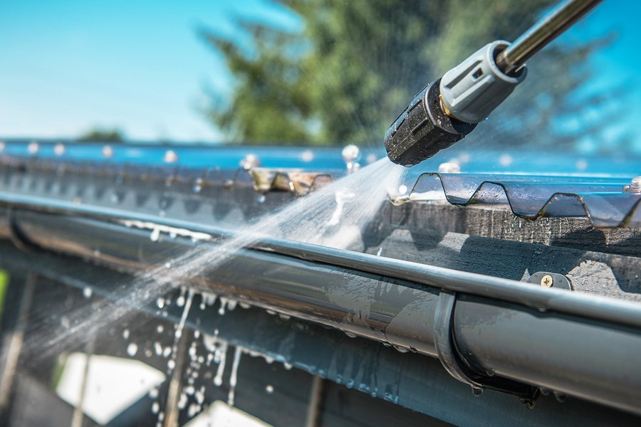 pressure cleaning the gutter