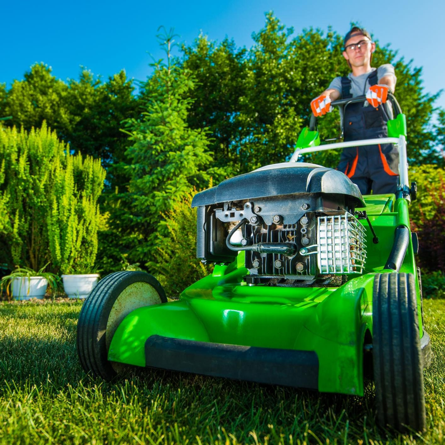 worker doing mowing service